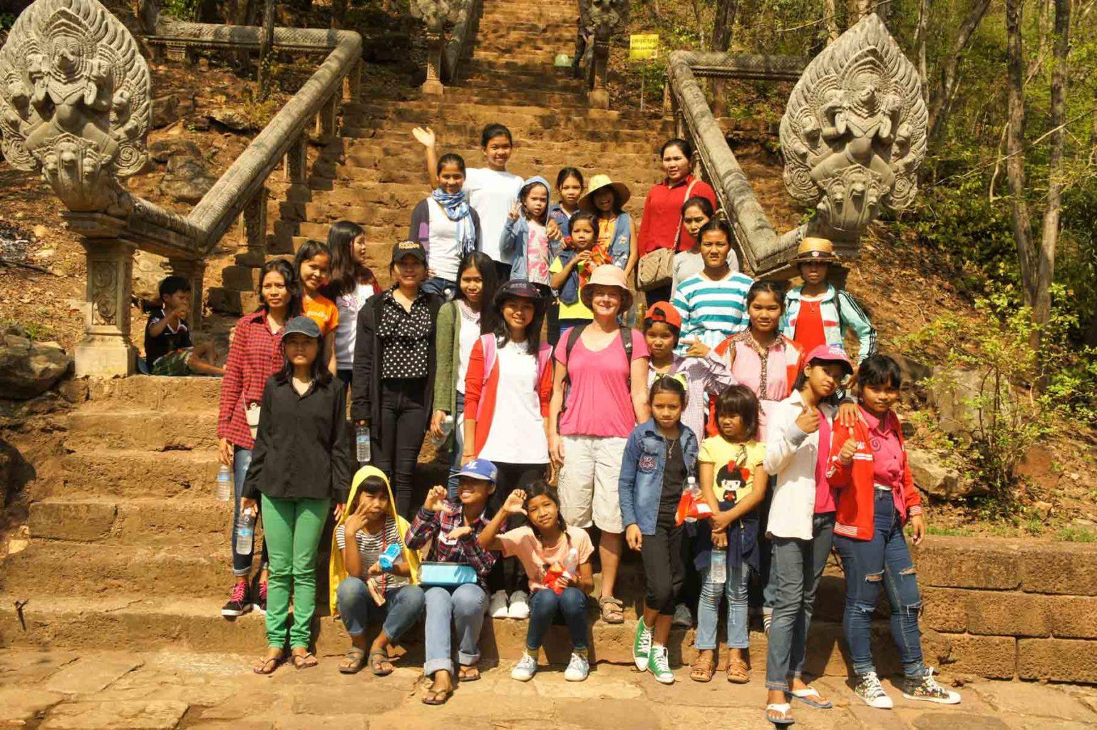 La neuchâteloise Nicole Reinhardt en mission humanitaire lors d'une sortie avec les enfants du refuge